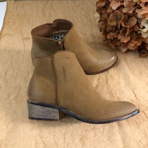 Hot tomato brown faux leather ankle booties SZ 6.5